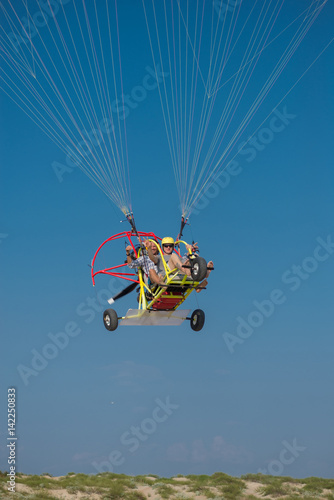 Tuinposter Luchtsport Takeoff Paramotor in the sky