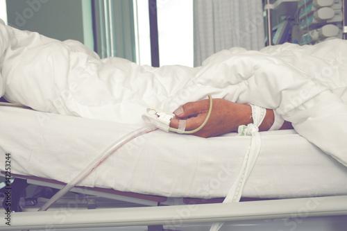 Fotografia  Suffering patient in the intensive care unit