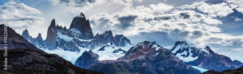 Valokuva  Panorama of Mount Fitz Roy in Patagonia in Argentina and its neighboring granite