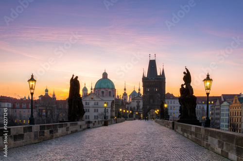 Charles Bridge (Karluv Most) and Old Town Tower, the most beautiful bridge in Czechia Fototapete