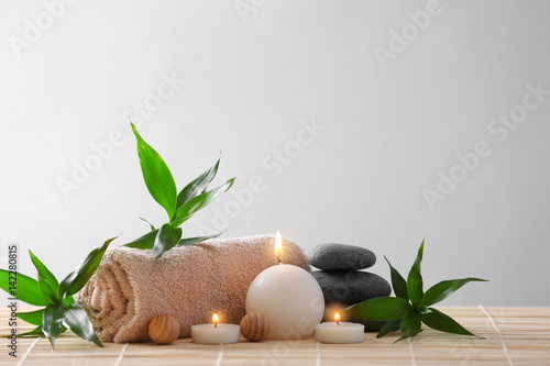 Doppelrollo mit Motiv - Spa stones, towel and candles on color background
