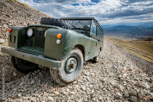Foto  Classic car off-roading