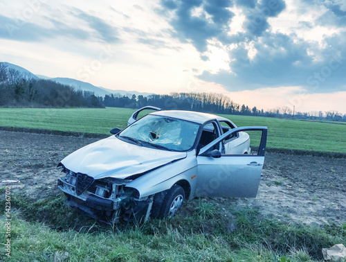Obraz na plátně  Car wreckage after accident