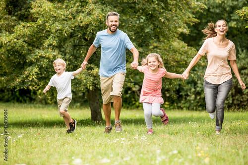 Fotografia  Familie mit Kindern in der Natur