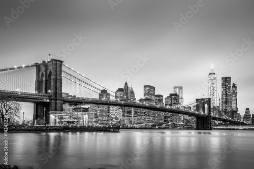 Tuinposter Brooklyn Bridge Brooklyn bridge and New York City Manhattan downtown skyline at dusk with skyscrapers illuminated over East River panorama. Panoramic composition.