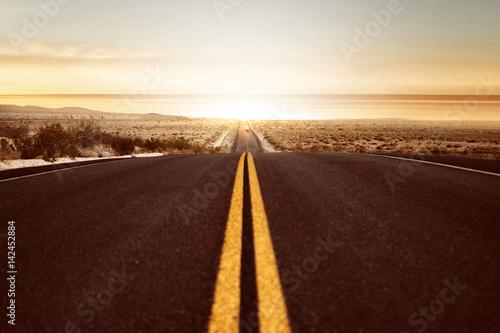 In de dag Route 66 Straße führt in den Sonnenuntergang