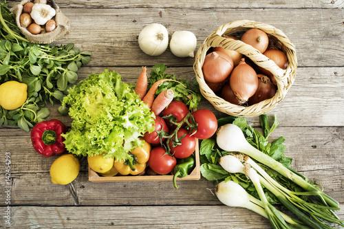 Foto op Plexiglas Groenten Vegetables on wooden table