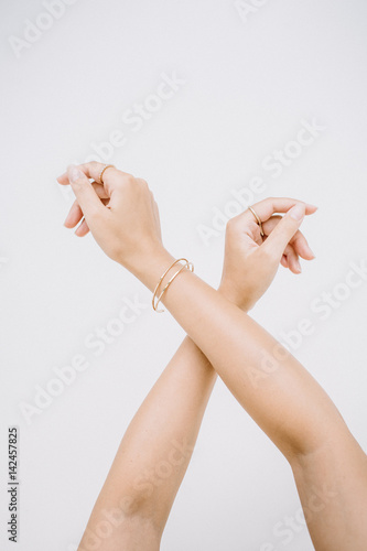 Fototapety, obrazy: Woman hands with ring and bracelet.