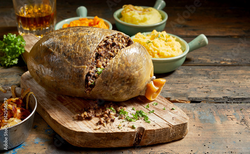 Photo  Cooked sliced open haggis and vegetables