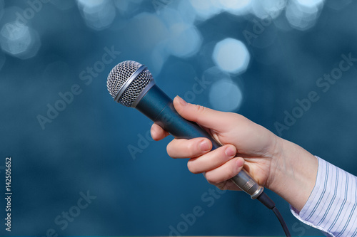 Valokuva  Hand of a businesswoman with a microphone .