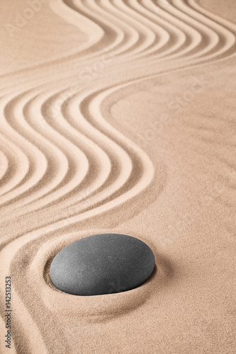 Foto op Plexiglas Stenen in het Zand Zen background with stone and pattern of lines in the sand. Focus on concentration and spirituality for harmony and purity. Spa wellness therapy or yoga theme...