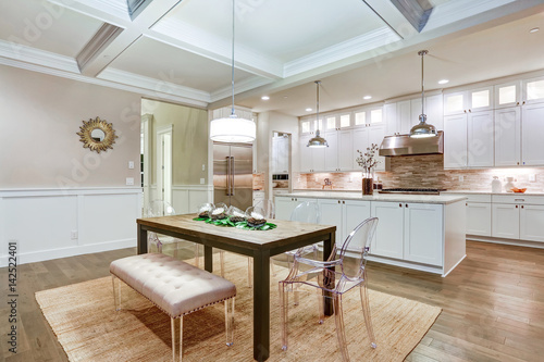 Pinturas sobre lienzo  Lovely craftsman style dining space with coffered cealing