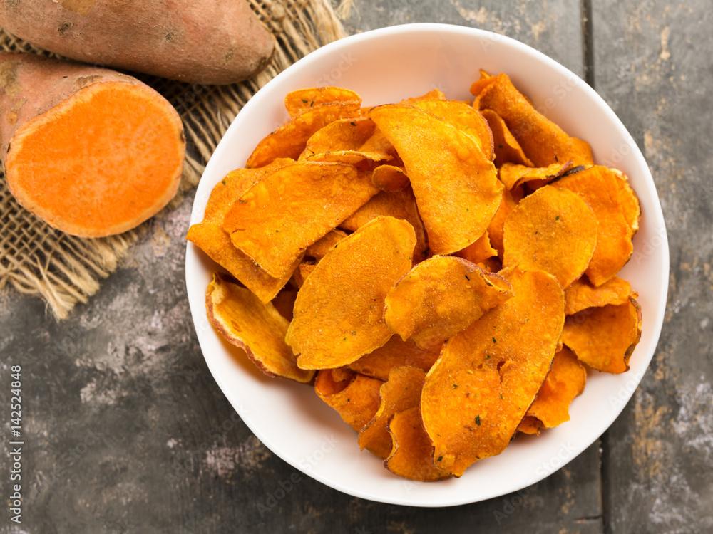 Fototapety, obrazy: Süßkartoffelchips - sweet potato crisps