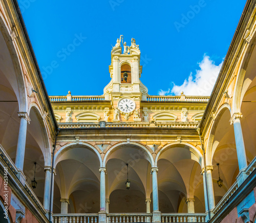 Obraz na plátně  Courtyard of one of the palaces of strada nuova - doria tursi palace in Genoa, I