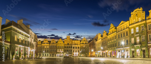 Plakaty nocna panorama starego miasta w Poznaniu