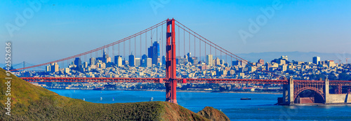 Fotobehang San Francisco Panorama of the Golden Gate bridge and San Francisco skyline