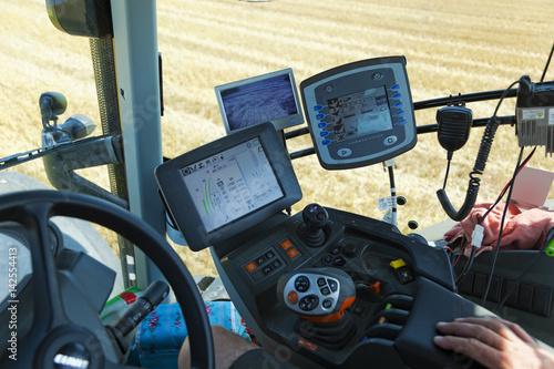 System sterowania maszyny rolniczej