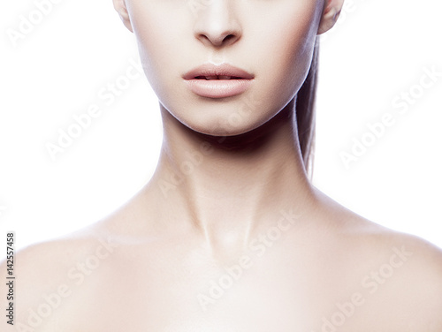 Fotografía  Close-up part of body with lips and neck of young woman