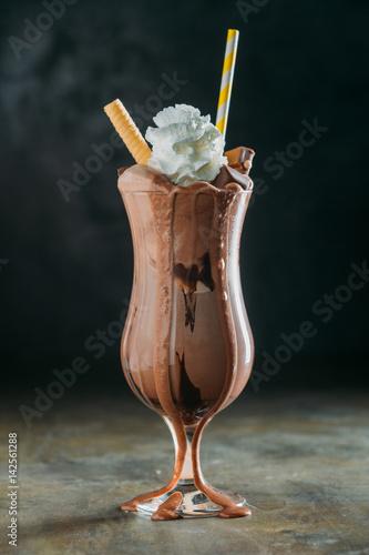 Foto op Plexiglas Milkshake Strawbeeries and chocolate smoothies