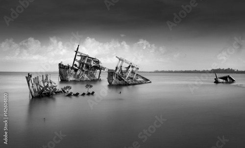Photo Stands Shipwreck the wreck of ship