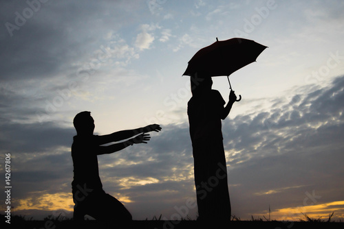 Papiers peints Budapest Silhouette of a couple with arguing in the sunset / concept arguing