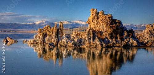 Fotografía Mono Lake Tufa on calm water