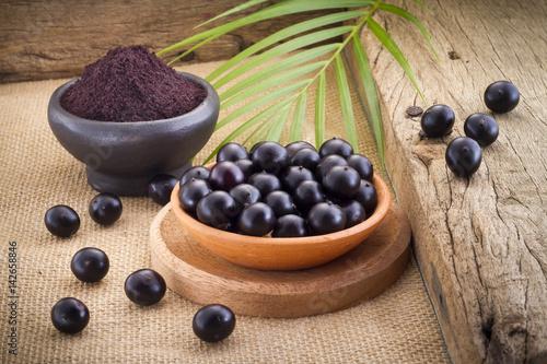 Photo The amazon acai fruit (Euterpe oleracea)