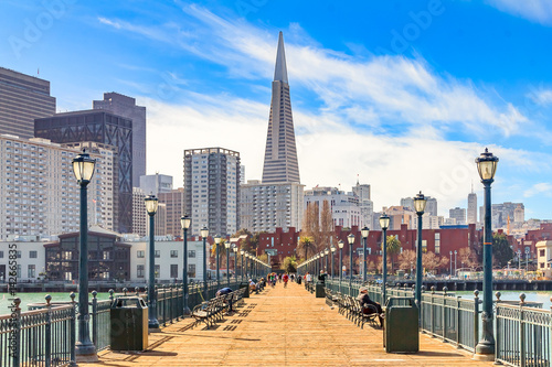 Photo sur Toile San Francisco Downton San Francisco and and the Transamerica Pyramid from wooden Pier 7 on a foggy day