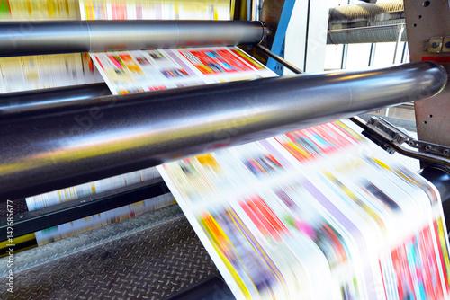 Fotografía Rollenoffset Druckmaschine in einer Druckerei - Produktion von Zeitungen // Roll