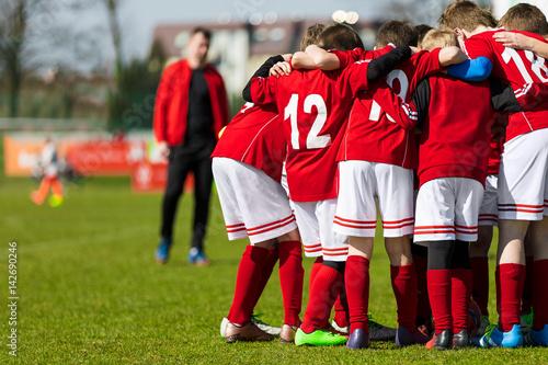 Obraz na plátně  Soccer Team; Boys With Football Coach