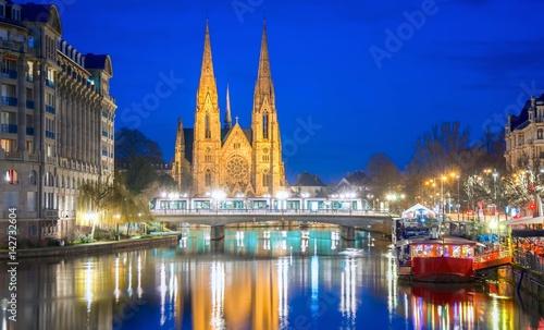 Foto op Aluminium Brussel Église Saint-Paul et quai des Pêcheurs à Strasbourg, France