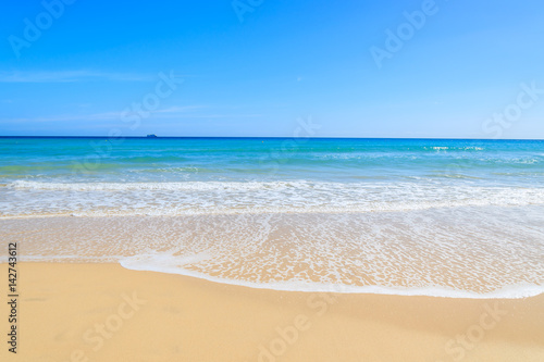 Foto-Leinwand - Crystal clear water of beach in Morro Jable, Fuerteventura, Canary Islands, Spain (von pkazmierczak)