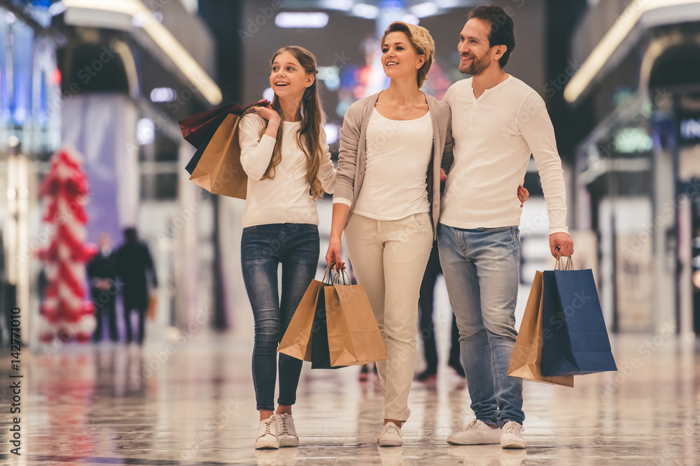 Fototapeta Family doing shopping