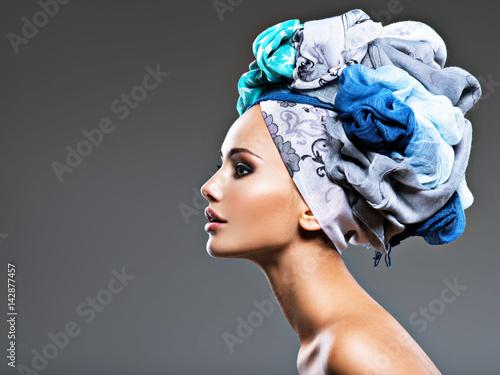 Obraz na płótnie Profile portrait of beautiful  girl  in turban.