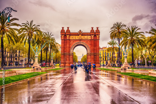 fototapeta na drzwi i meble The Arc de Triomf, Arco de Triunfo in Spanish, a triumphal arc in the city of Barcelona, in Catalonia, Spain