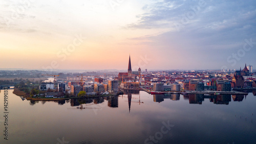 Fotografía  Luftbild des Rostocker Stadthafens