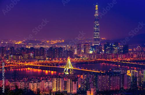 Zdjęcie XXL Korea, Seul miasto lotte wierza linia horyzontu przy nigth.