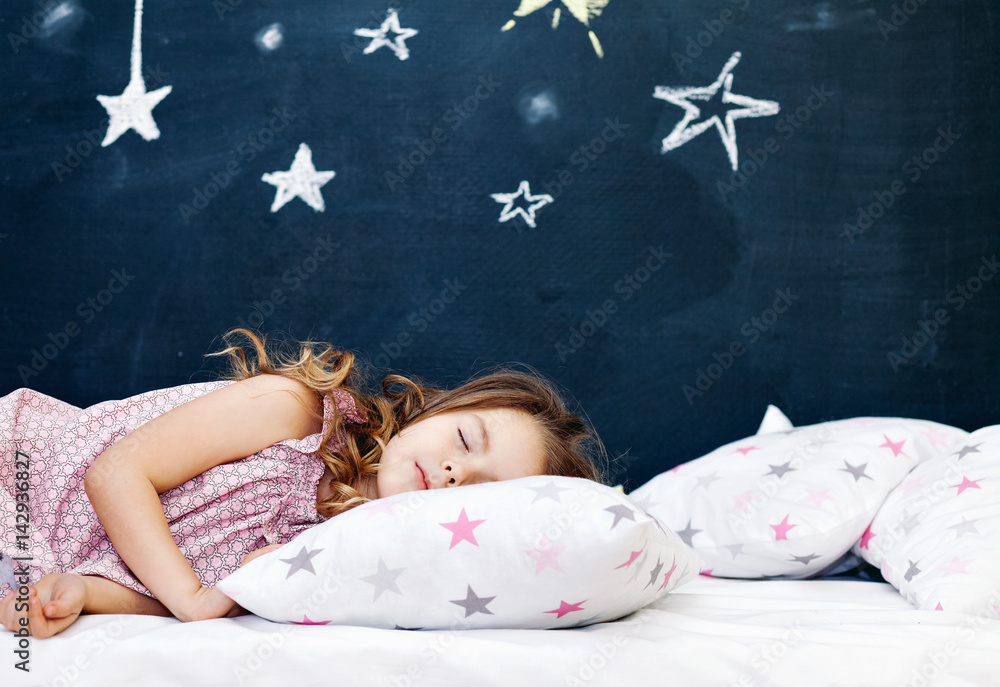 Fototapety, obrazy: Young child sleeping