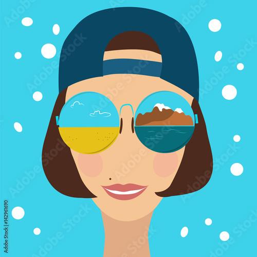 piekna-kobieta-w-lustrzanych-okularach-w-czapce-z-daszkiem-do-tylu