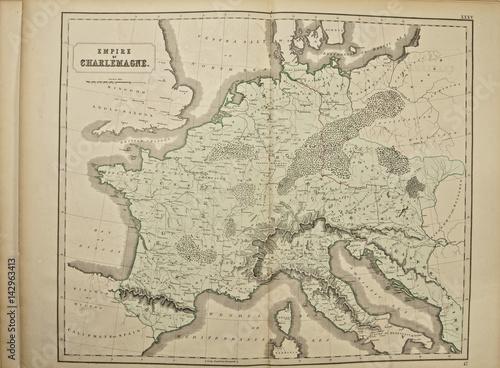 Zdjęcie XXL Imperium Karola Wielkiego. Starożytna mapa świata. Wydane przez George'a Philipa i syna w Londynie w 1857 r. I nie podlegają prawom autorskim.