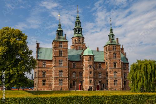 Photo  Rosenborg castle, Copenhagen. Sunny summer day view.