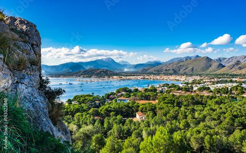 Beautiful view of the bay Port de Pollenca, Spain Majorca coastline landscape Me Fototapete