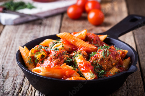 Canvastavla Meatball with penne pasta with spicy red sauce