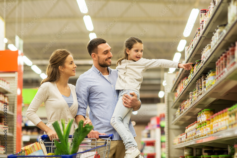 Fototapeta family with food in shopping cart at grocery store