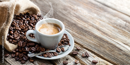 Foto op Plexiglas Koffiebonen Espresso Coffee Cup With Beans On Vintage Table