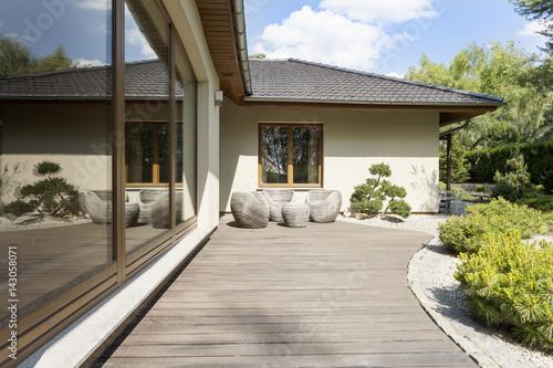 Obraz Wooden terrace by suburban villa - fototapety do salonu