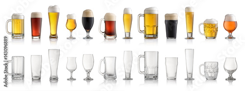 Photo sur Aluminium Biere, Cidre Set of various full and empty beer glasses. Isolated on white background