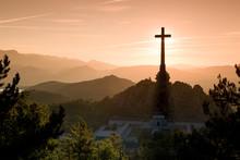 La Cruz De Los Caídos Eclipsa...