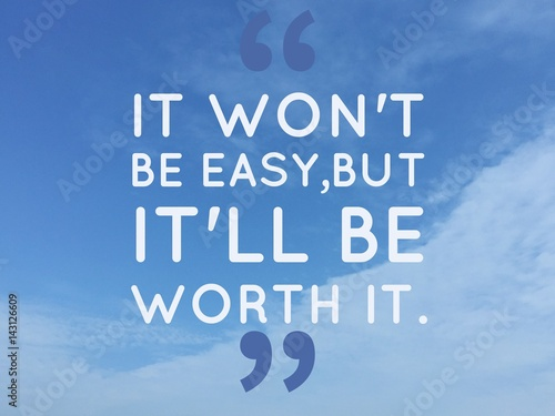 "Fotografía  Inspirational quote ""it' won't be easy, but it will be worth it"" on blue sky bac"