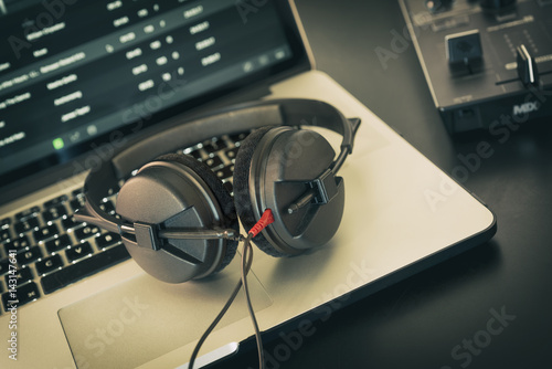 cuffie DJ